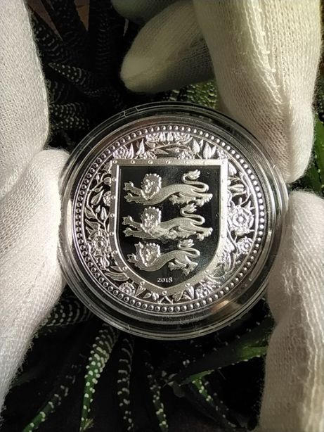 Серебряные монеты.