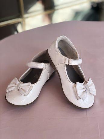 Туфли нарядные, туфельки белые 24 размер
