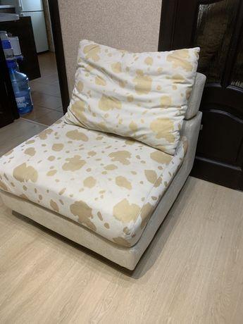 Мягкий уголок кресла диван