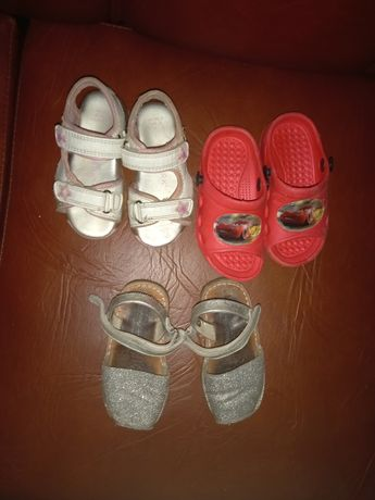 Sandalias e chinelos n22