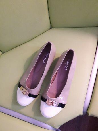 Туфельки-балетки  від Andrea Conti