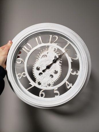 Часы настенные белые
