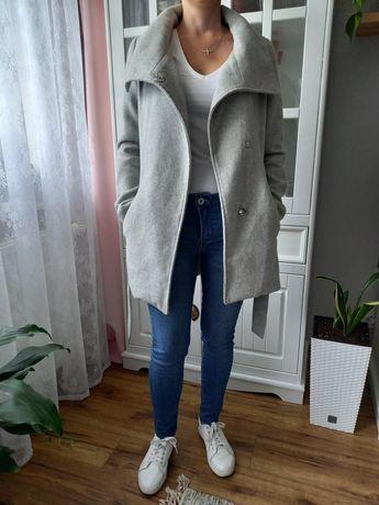 Szary płaszcz jesienno zimowy S Bershka