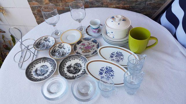 Vários artigos cozinha - vidro e porcelana - copos + taças + outros