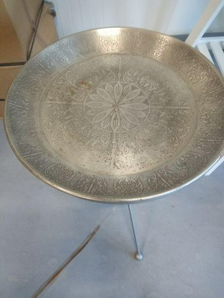 metalowy stolik kawowy