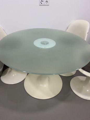 Mesa em vidro com 3 cadeiras interdesign