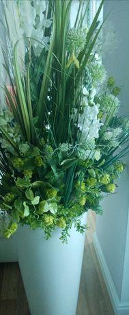 Donica z kwiatami sztucznymi