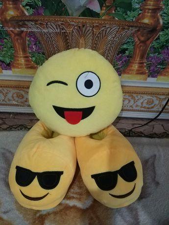 Набор Emoji подушка и тапочки 38-39