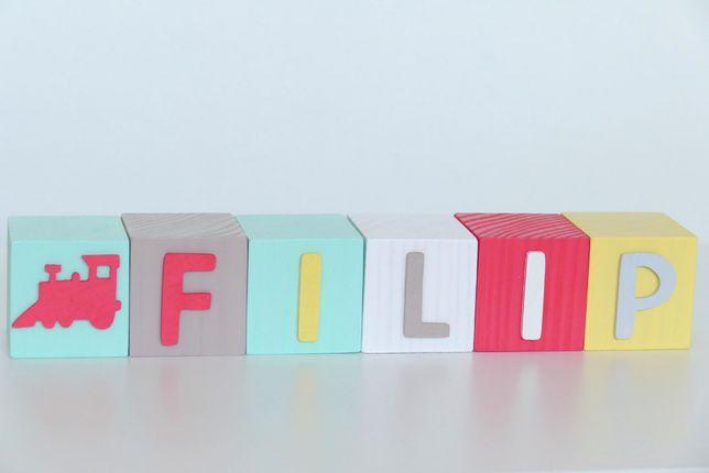 Klocki drewniane z imieniem - kostki z literami i dekorami 3D 5x5 cm.