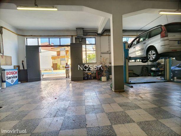 Armazém com 1335 m2 na Cruz de Pau