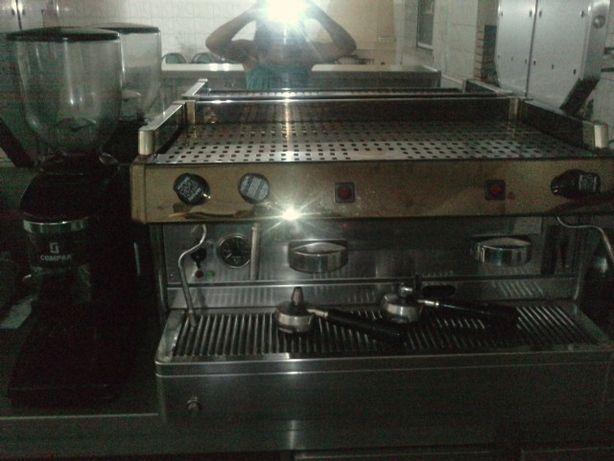 Maquina de cafe + Moinho do café