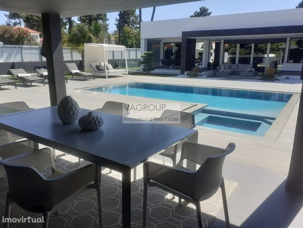 Aroeira Contemporary House, T3 +1 with swimming pool