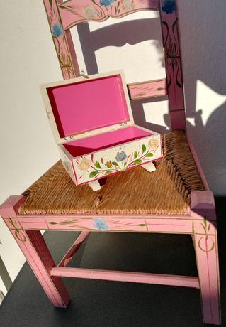 Artesanato Alentejo em madeira (cadeira criança + caixa pintada à mão)