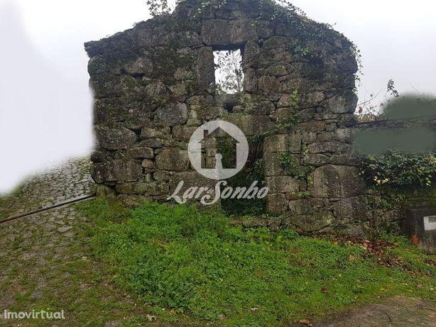 Moradia em pedra em Paredes de Coura