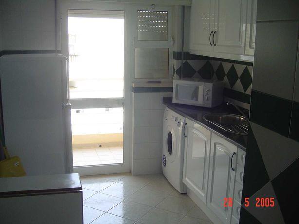 Apartamento T1 para férias a 150m da praia com piscina