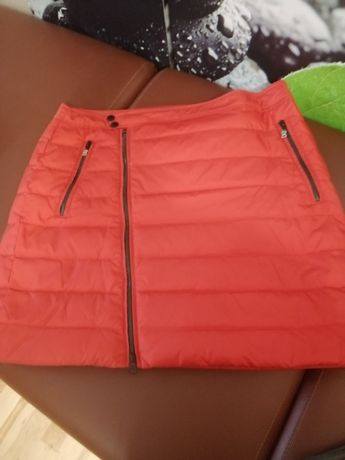 Czerwona spódniczka