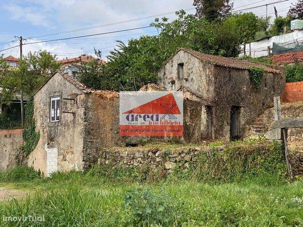 Casa com 60m2 de área coberta e 370m2 de terreno, para recuperar. Marq