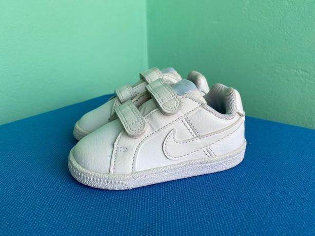 Кросівки Nike Court Royale