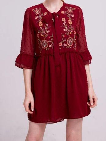 Bordowa sukienka z haftem rozmiar S