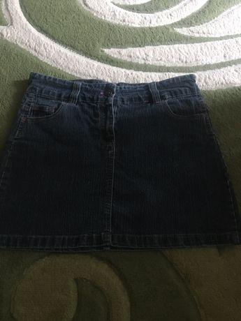 Продам джинсову спідничку на дівчинку 158 розміру.