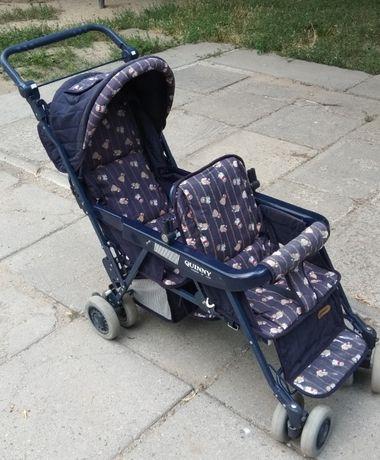 Детская прогулочная коляска для двойни.