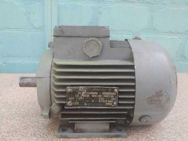 Эл. двигатель 3х фазный 380В.  1,1 квт. 1420 об/мин, новый