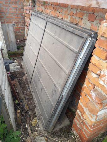 Ворота розпашні в гараж