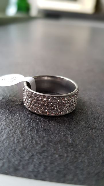 Piękny pierścionek obrączka cyrkonie 17 19