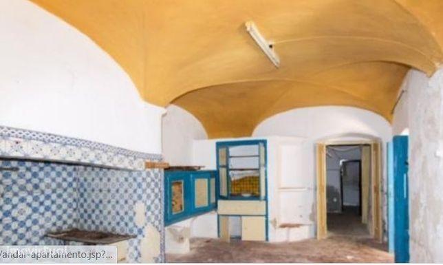 Apartamento T3, localizado em Redondo , valor 45.000,00 €