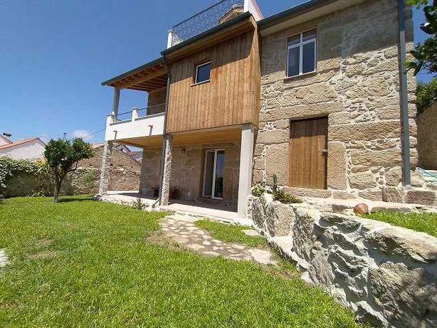 Casa rústica T3 recuperada perto da Serra da Estrela