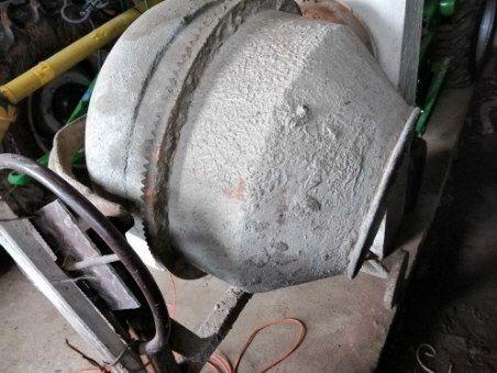 Sprzedam małą betoniarkę