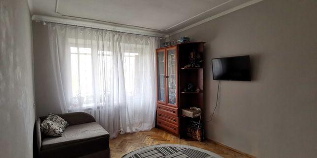 2 кім в. Виговського пл 44м, 5/5ц, МПВ вікна, гарний стан + меблі
