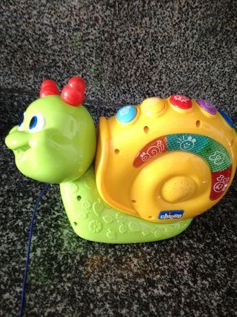 Brinquedo Chico (caracol musical com rodas)