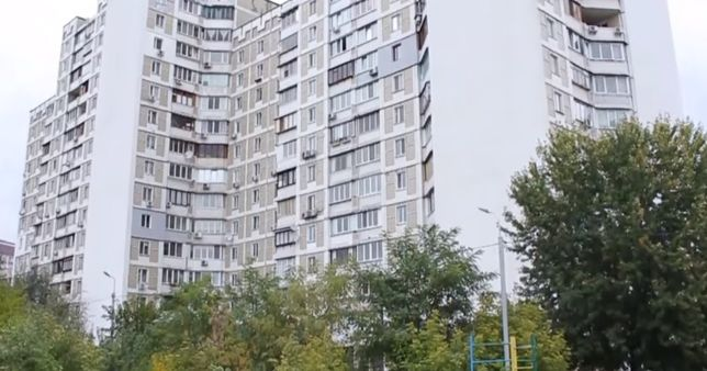 4-к. 95 м2. 1 эт. ул. Ревуцкого 11-в. Дарницкий р-он. Без комиссии.