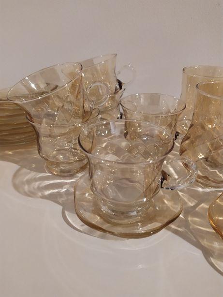 5 szklanek z podstawkami oraz 5 filiżanek z podstawkami PRL huta szkła