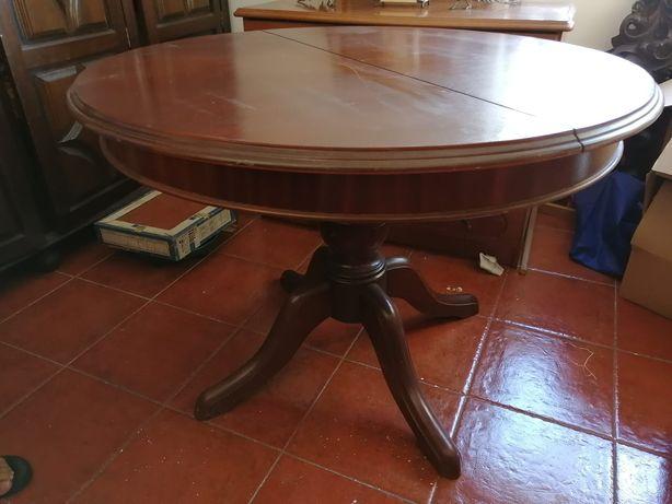 Mesa de madeira de casa de jantar
