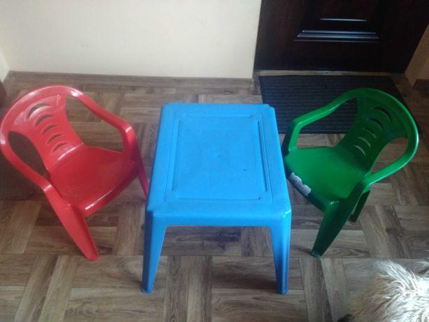 Krzeselka i stolik plastikowy