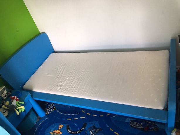 Łóżko i komoda