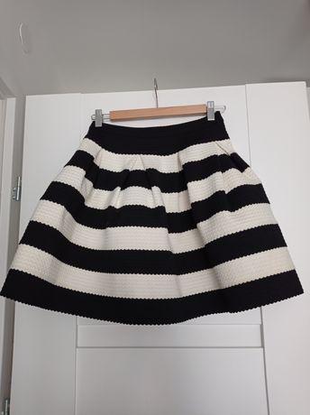 Rozkloszowana spódnica elegancka w paski biało-czarne z zamkiem