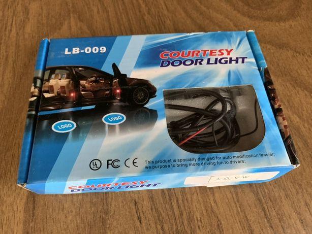 Світло для дверей автомобіля