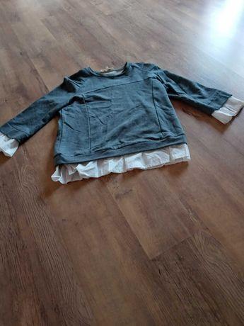 Bluzka z białymi naszywkami