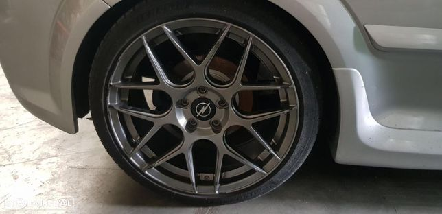 2 jantes 18 especiais Opel Astra H c/ pneus