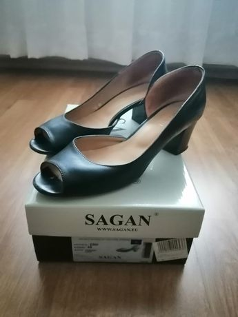 Wygodne pantofle-sandały