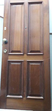 Porta de madeira apartamento