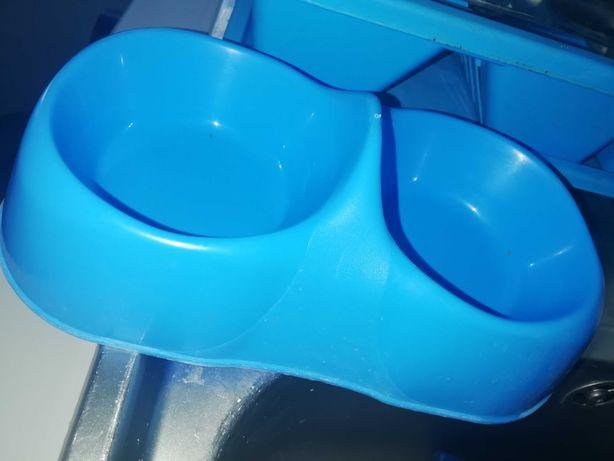 Caixa areia e taça comida e agua