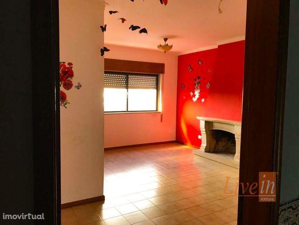 Apartamento T2 em Bom Estado de Conservação no Cartaxo
