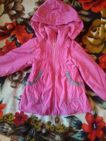 Продам детскую курточку осень-весна.