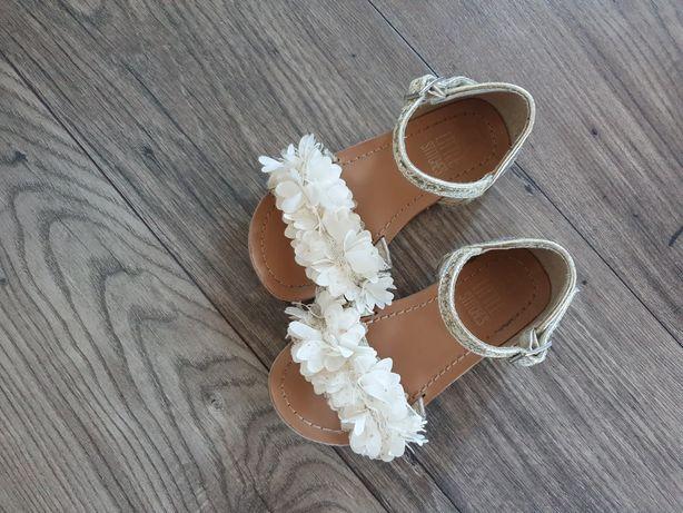 Sandałki na lato kwiatuszki rozmiar 27 17 cm