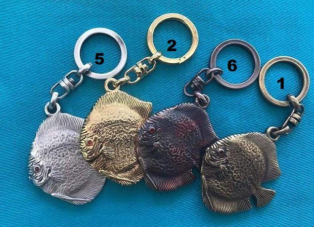 Brelok dyskowiec paletka breloczyk ryba rybka klucz klucze wisiorek
