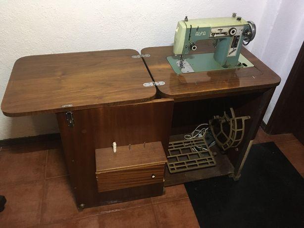 Maquina de costura Alfa 108 de 1970